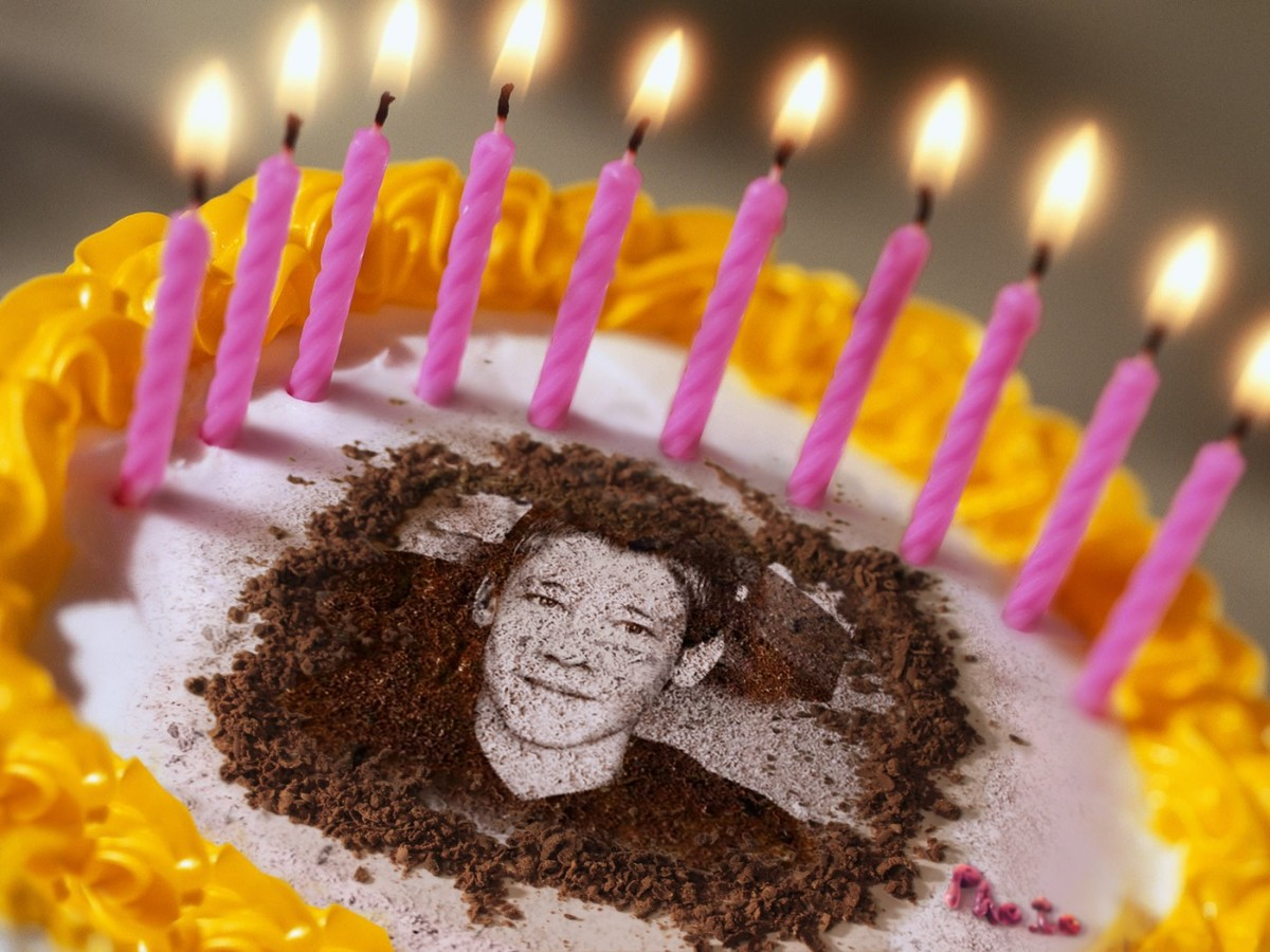 'Birthday cake' photo effect will turn a simple photo into a birthday greeting card.