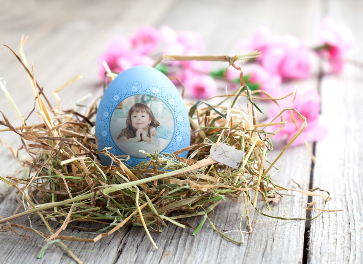 An Easter egg ecard with a girl's photo can be ready in a moment.