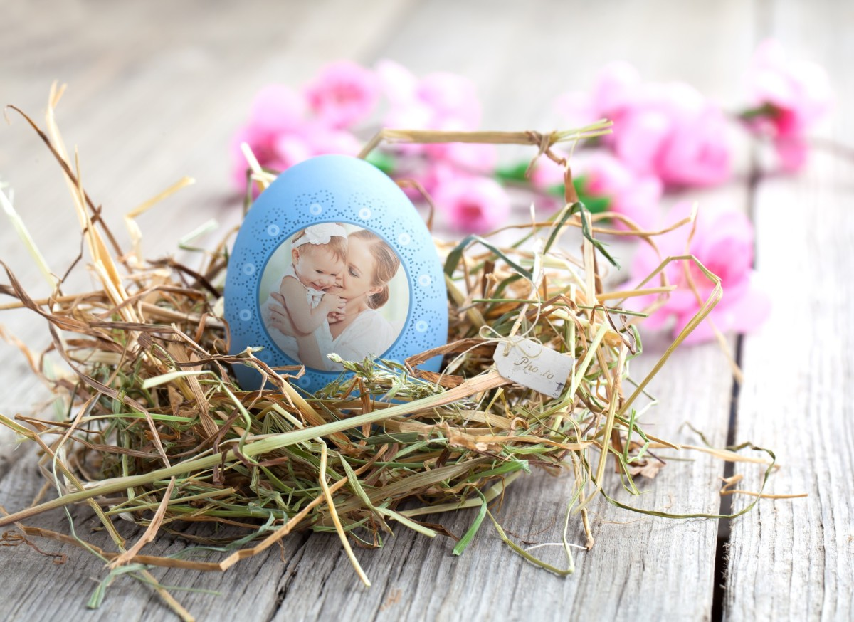 A personalized Easter ecard with your cute family photo.