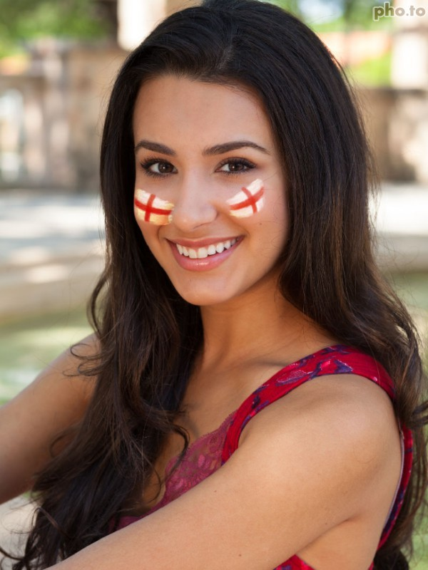 Flag of England virtual face painting template for your photo online.