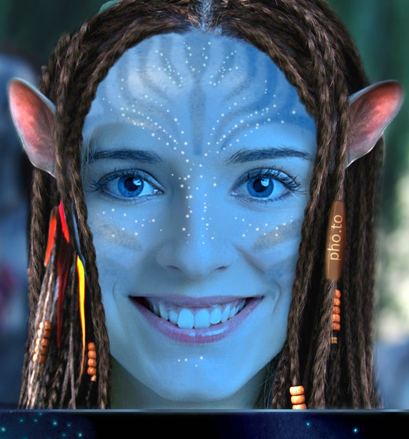 Na'vi Avatar creator is applied to the girl smiling a happy smile.