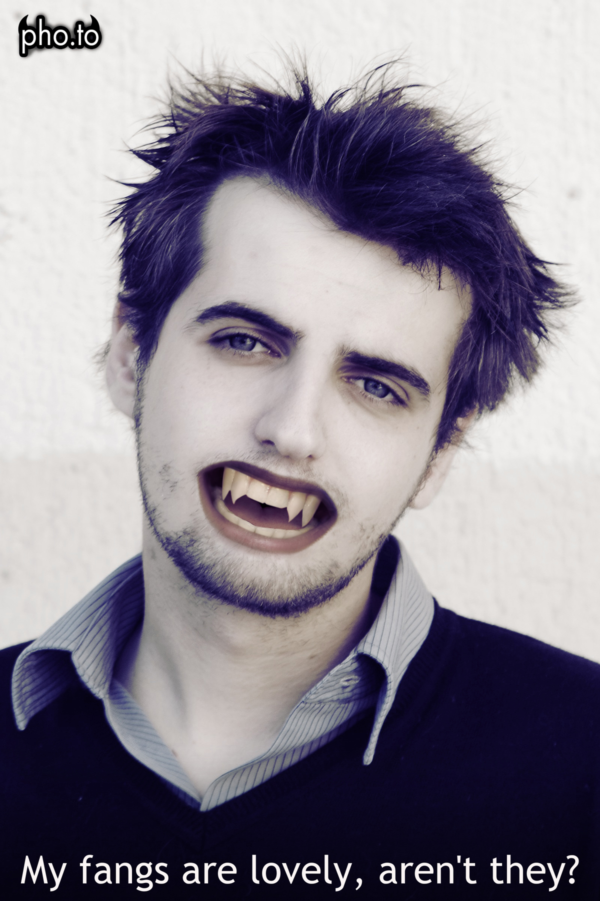 A boy got Halloween fake teeth with the help of 'vampire me' effect.