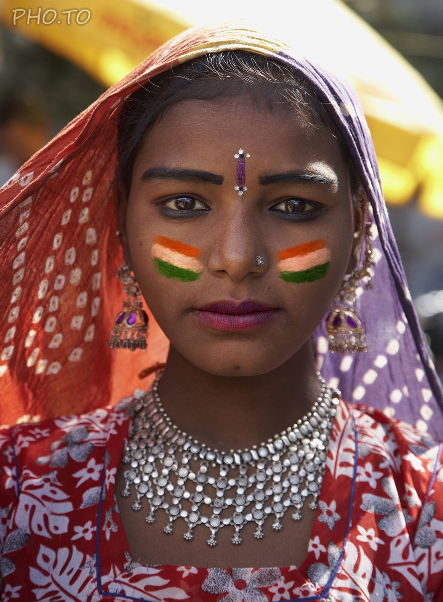 Make a virtual face paint with flag of India on your cheeks!