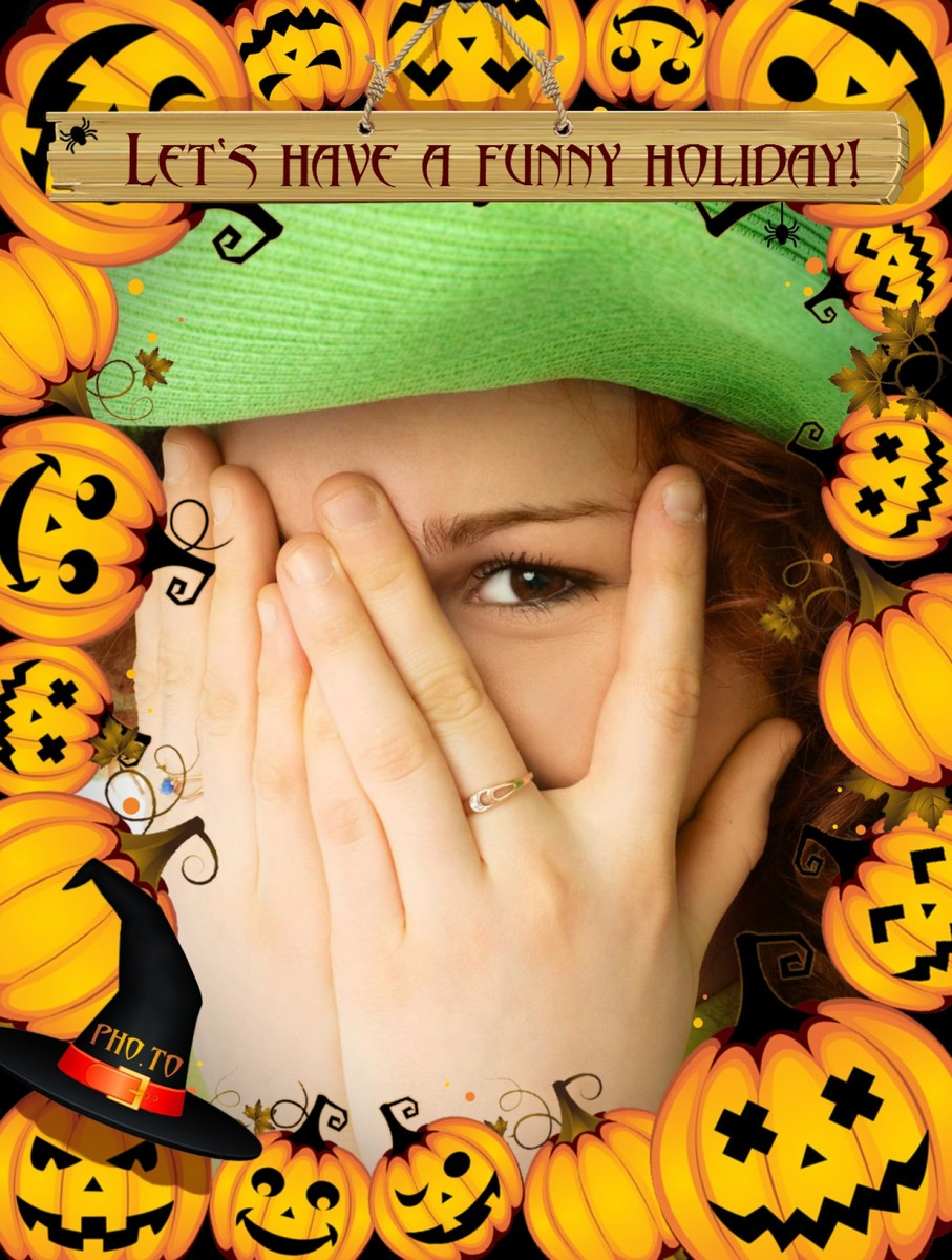 Free pumpkin picture frame to make printable Halloween images.